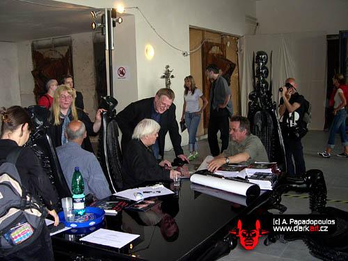20. a 21. května 2005 se H.R. Giger objevil i se svým doprovodem opět v